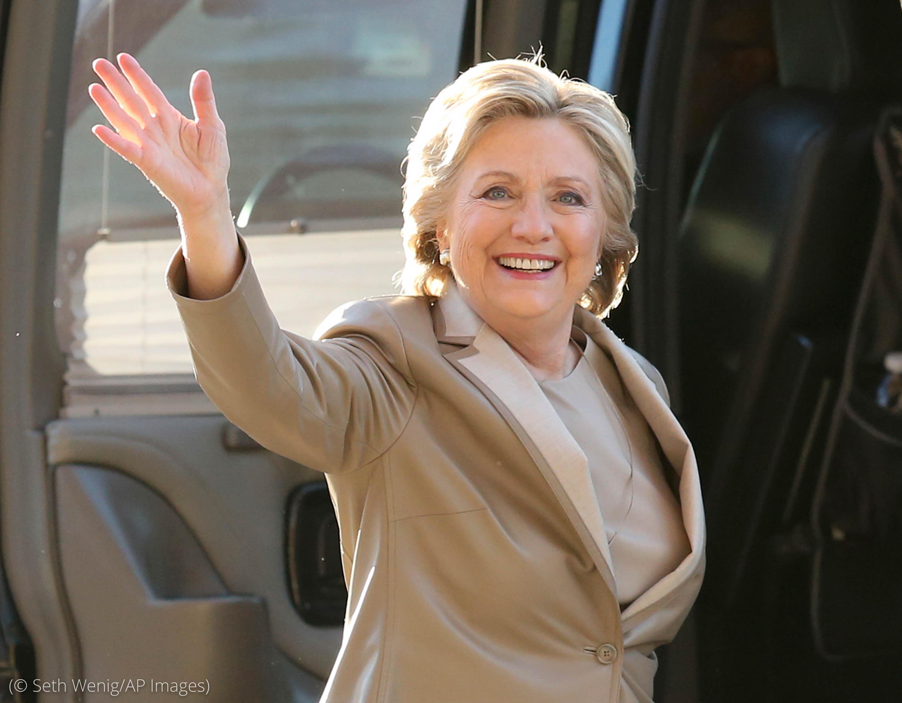 Hillary Clinton waving (© Seth Wenig/AP Images)
