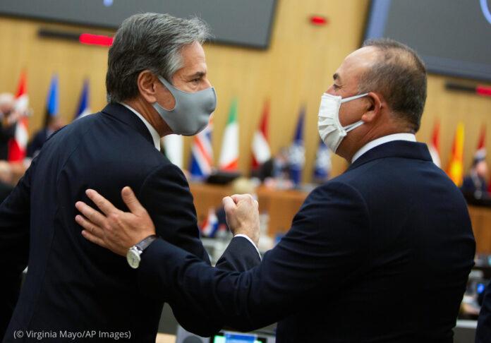 Antony Blinken meeting another man (© Virginia Mayo/AP Images)
