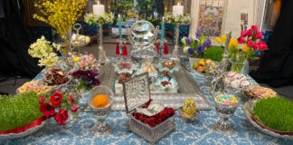 Table setting with flowers and greenery for Nowruz (© Ali Sadr)