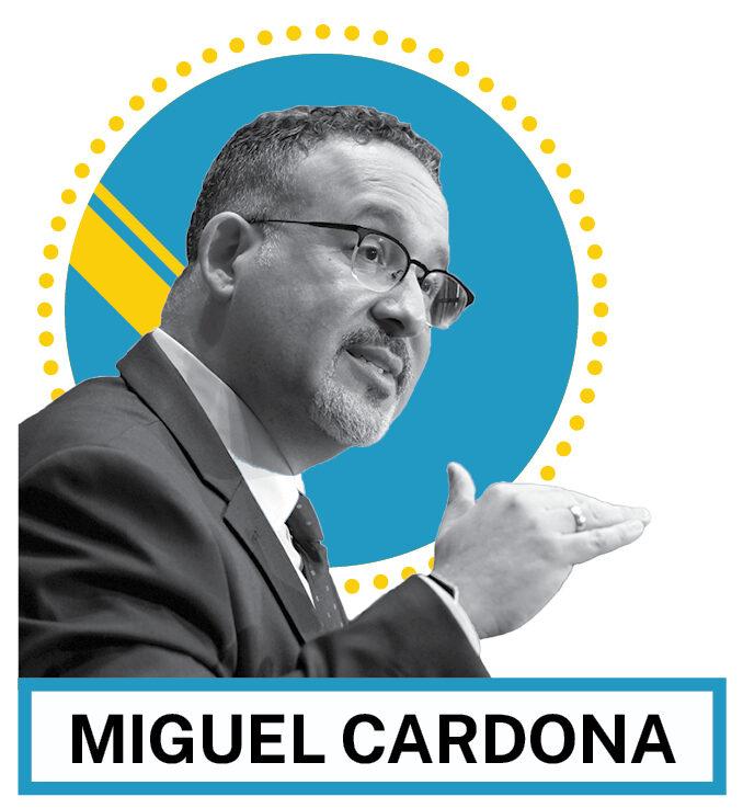 Portrait de Miguel Cardona (© AP Images et Shutterstock)