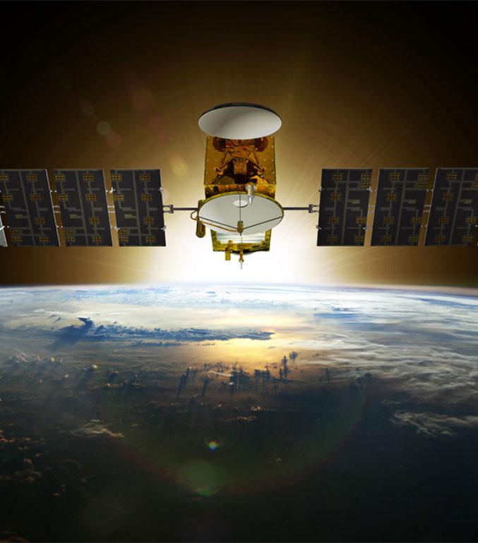 这是美国与欧洲气象组织合作的卫星杰森三号(Jason-3)。该卫星2016年1月17日从加州范登堡空军基地(现已成为美国太空军基地)用猎鹰9号火箭发射升空,成为追踪全球海平面上升的最新的利器,它每10天可以观测全球95%的无冰海洋。该项合作从1992年开始,Jason-3是最新的一颗。这项任务在23年内观察到海平面上升了70毫米,亦即每年上升3毫米。除此之外, Jason-3还可以帮助NOAA的国家气象局更准确地预测威胁美国海岸的热带气旋的强度。(美国国家海洋与大气管理局)