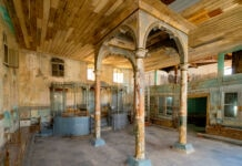 The main hall of a medieval synagogue showing conservation project in progress (© Yusuf Tuvi)