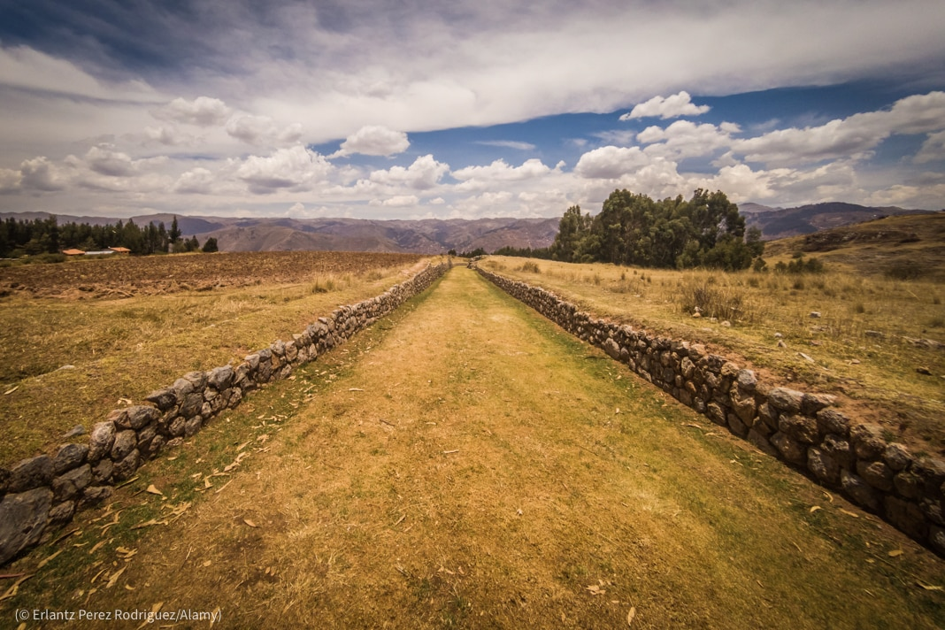 Grassy trail bordered by stone walls (© Erlantz Perez Rodriguez/Alamy)