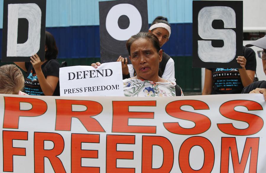 2019年菲律宾民众在全球新闻自由日呼吁新闻自由(照片:美联社)