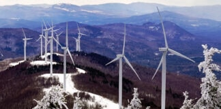Wind turbines on top of a mountain (© Robert F. Bukaty/AP Images)
