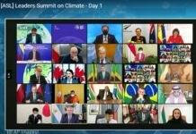 Pantalla de computadora mostrando videoconferencia de los líderes mundiales (© AP Images)