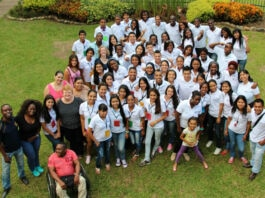 Group photo of young people taken from a higher vantage point (Courtesy of Colombo Americano Cali)