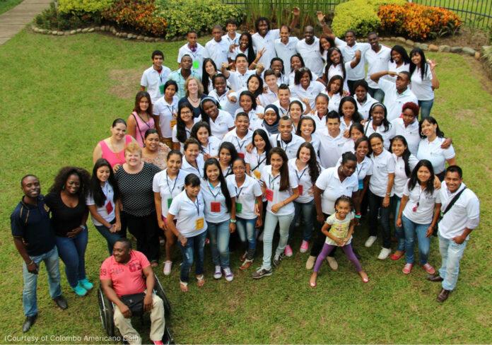 Grupo de personas posan para una foto (Foto cedida por Centro Cultural Colombo Americano de Cali)