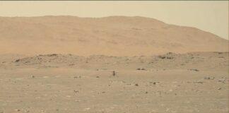 Pequeno helicóptero voando sobre a superfície estéril de Marte (Nasa/JPL-Caltech