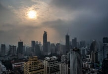 Hazy early morning skyline (© Gemunu Amarasinghe/AP Images)