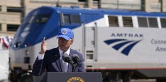 拜登总统在美铁50周年庆祝仪式上发表演说(照片:美联社)