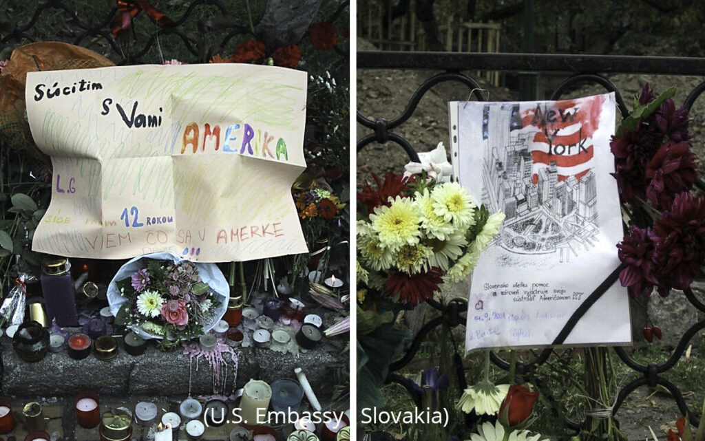Dve fotografie s poznámkami, kvetmi a sviečkami (Veľvyslanectvo USA na Slovensku)