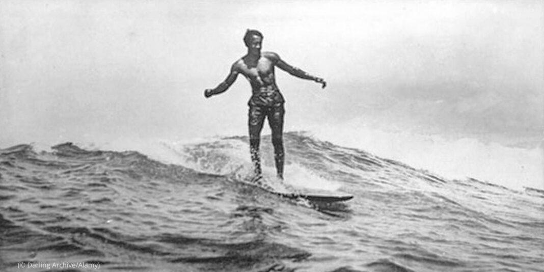 Historic photo of Duke Kahanamoku surfing in Hawaii (© Darling Archive/Alamy)