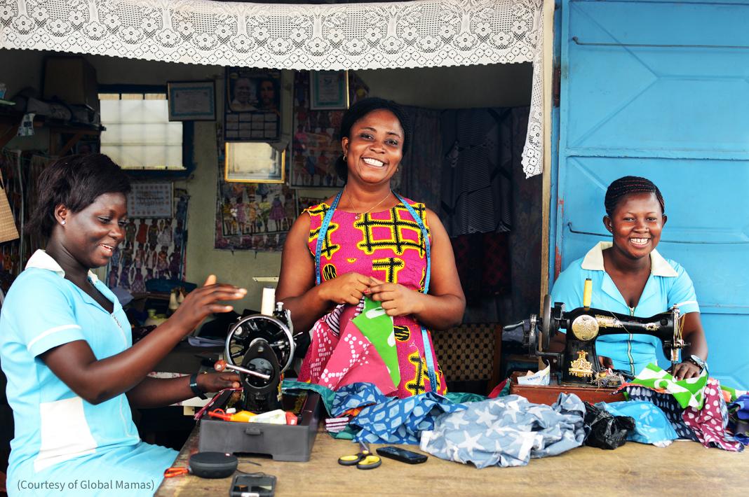 Три женщины вышивают (Courtesy of Global Mamas)