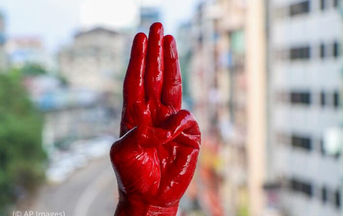 'হাঙ্গার গেমস' থেকে অনুপ্রেরণা পাচ্ছে বার্মার বিক্ষোভকারীরা