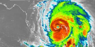 خلا سے لی گئی سمندری طوفان کی ایک رنگین تصویر (NOAA)
