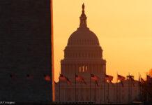 Monumento a Washington e Capitólio dos EUA ao nascer do sol (© Carolyn Kaster/AP Images)