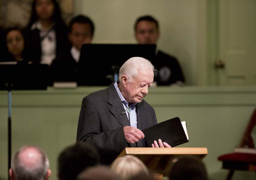 2015年8月23日前总统卡特在老家教会带领主日学(照片:美联社)