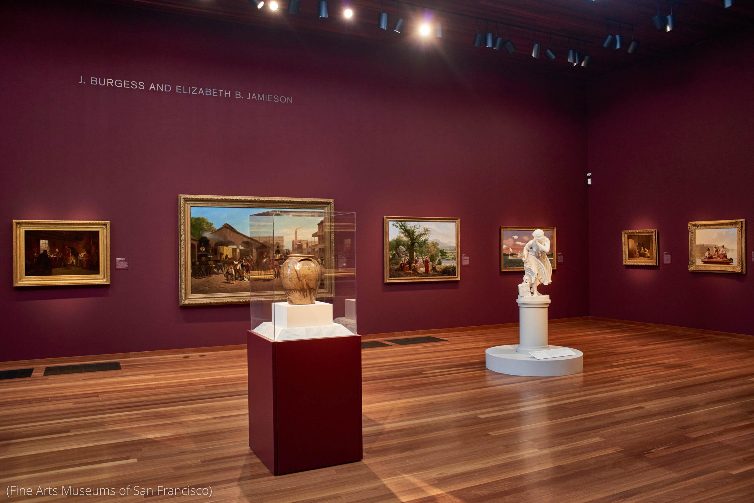 ایک عجائب گھر میں آرٹ کے فن پارے یعنی دیوار پر لگی مصوروں کی بنائی ہوئی تصاویر، مٹی کے برتن اور مجسمہ۔ (Fine Arts Museums of San Francisco)