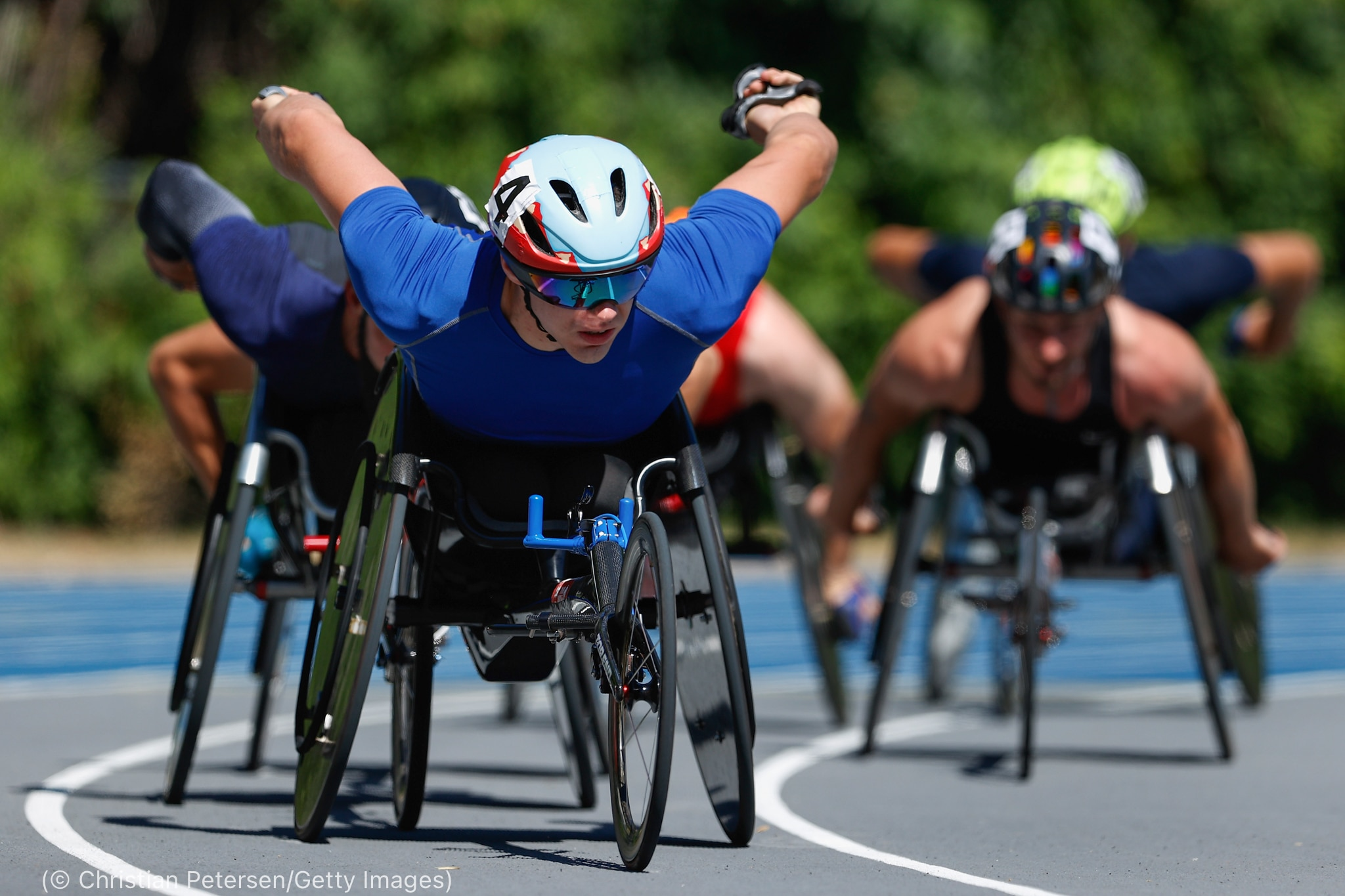 Men in wheelchairs racing on track (© Christian Petersen/Getty Images)