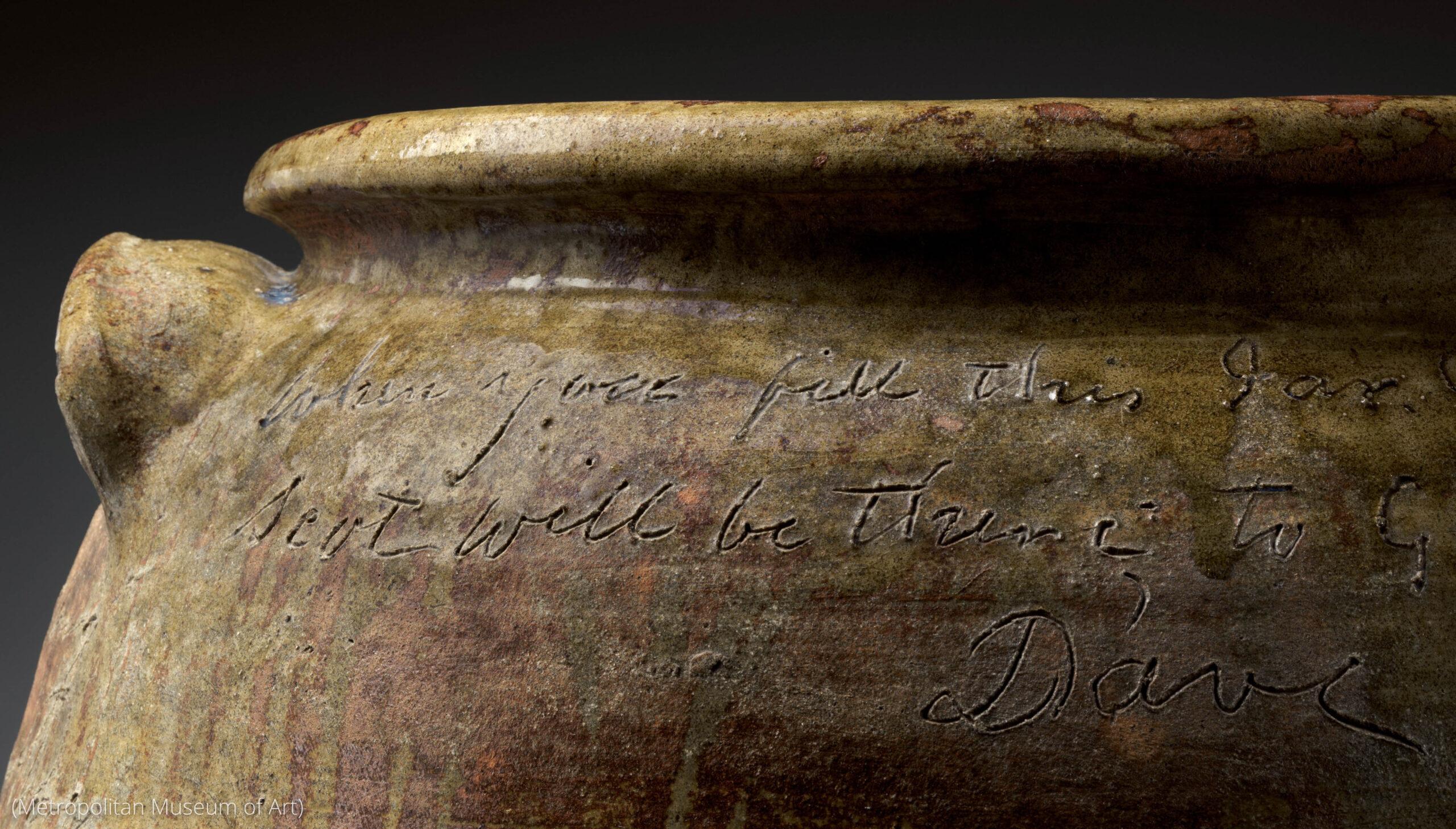 Ukiran tulisan pada guci keramik (Metropolitan Museum of Art)