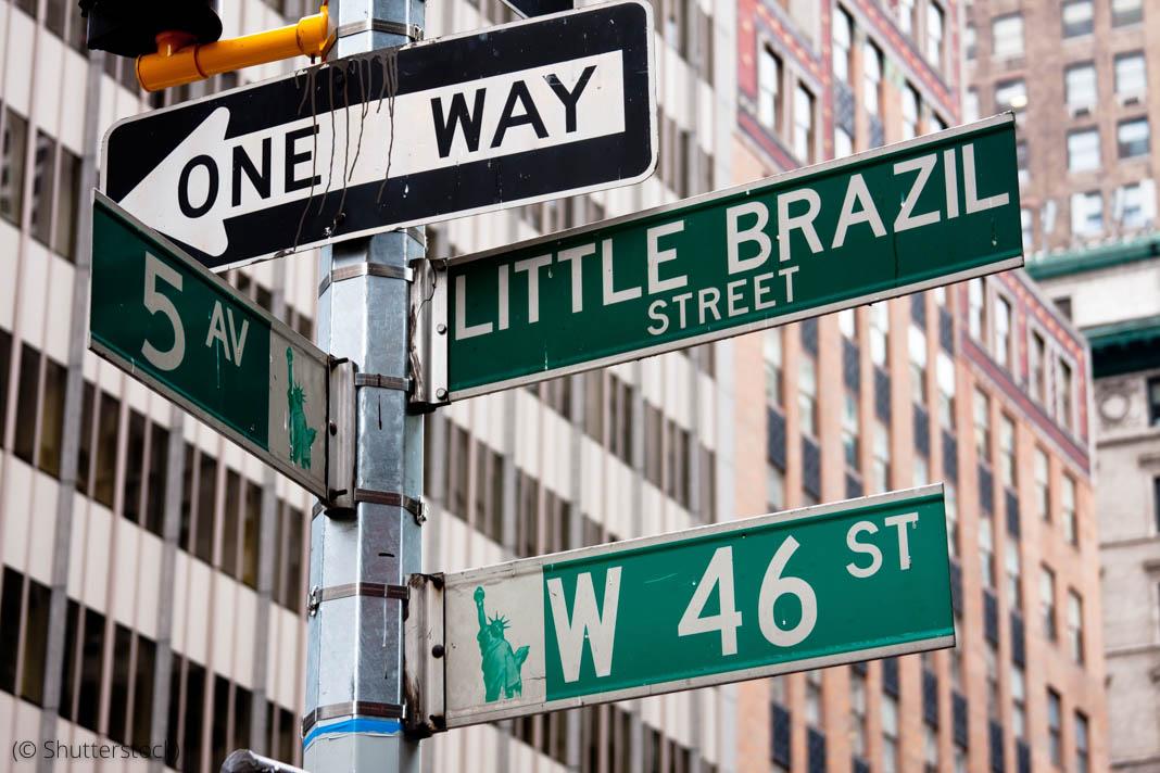 Carteles de calles en la ciudad de Nueva York (© Shutterstock)